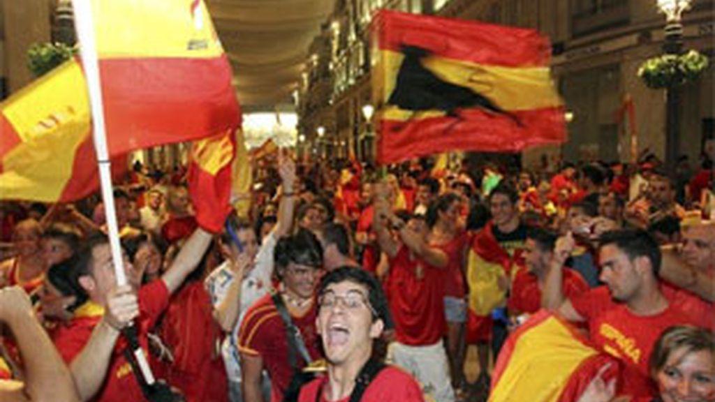 Miles de personas se han concentrado en el centro de las ciudades españolas. Vídeo: Informativos Telecinco