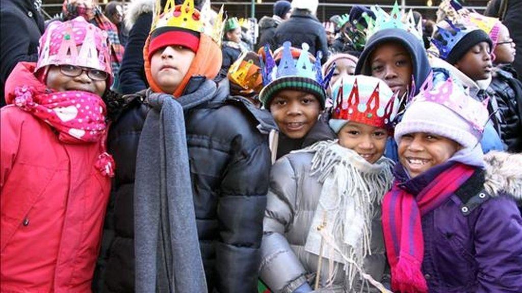 Cientos de niños esperan la tradicional Cabalgata de los Reyes Magos. EFE/Archivo