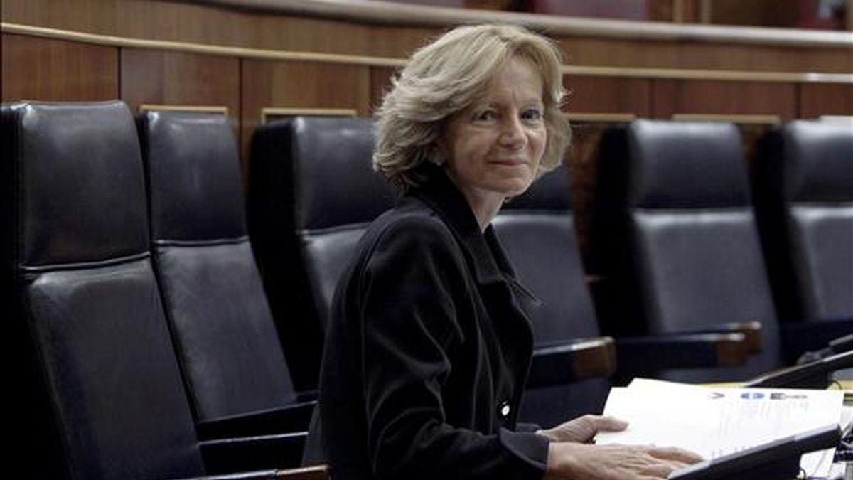 La vicepresidenta segunda del Gobierno, Elena Salgado, antes del comienzo del pleno en el Congreso de los Diputados. EFE