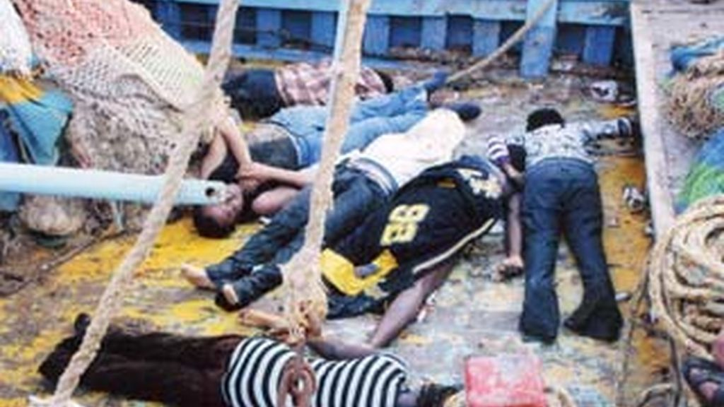 Varios de los fallecidos en el naufragio en las costas de Libia. Foto: AP