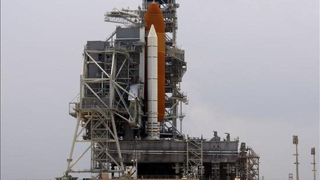 Vista general del transbordador espacial Endeavour durante las labores de reparación en el Centro Espacial Kennedy de Cabo Cañaveral, Florida (EEUU) EFE