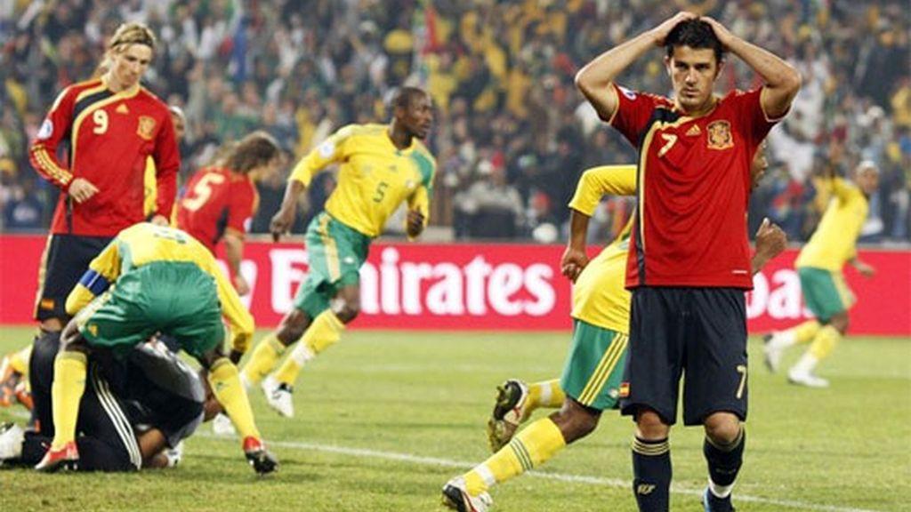 Villa se lamenta por el fallo en el penalti ante Sudáfrica. FOTO: Reuters.