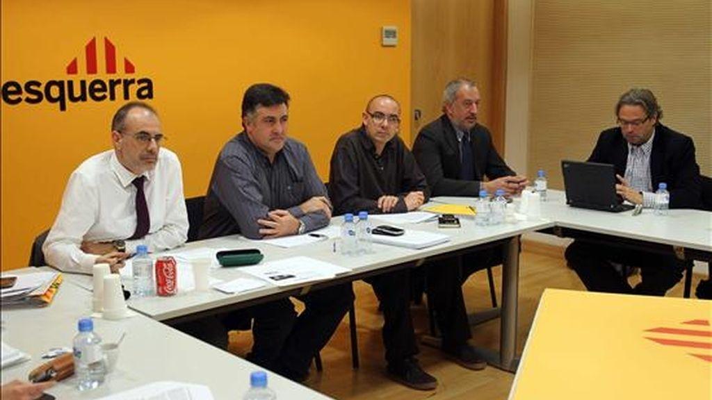 El secretario general de ERC Joan Ridao (i) y el presidente de ERC Joan Puigcercós (2i), durante la reunión de la Ejecutiva Nacional, a pocos días de que se celebre el Consell Nacional, a la que asistió como miembro de la ejecutiva Ernest Benach (d). EFE