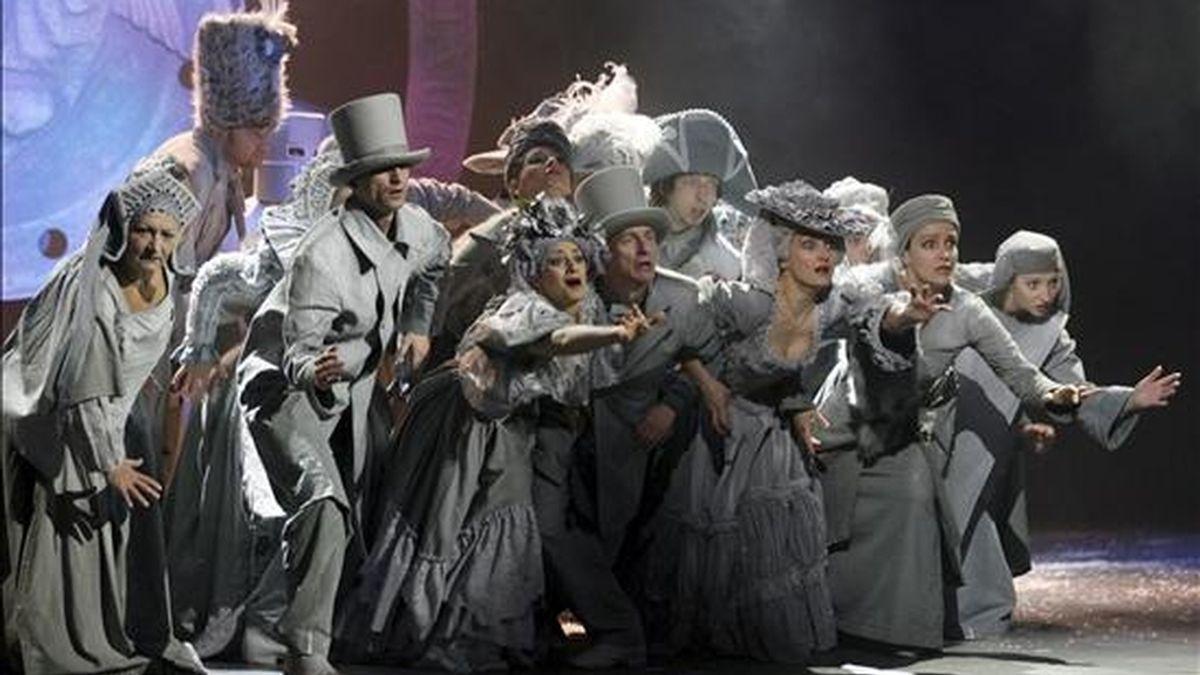 """Puesta en escena de la cantata """"'Carmina Burana"""", de Carl Orff, y dirigida por Robert Skolmowski, en la Ópera de Bytom (Polonia), el 13 de diciembre de 2008. EFE/Archivo"""