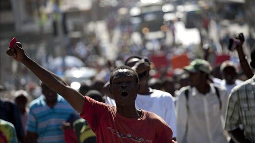 Manifestantes participan en una protesta este jueves en Puerto Príncipe (Haití). EFE