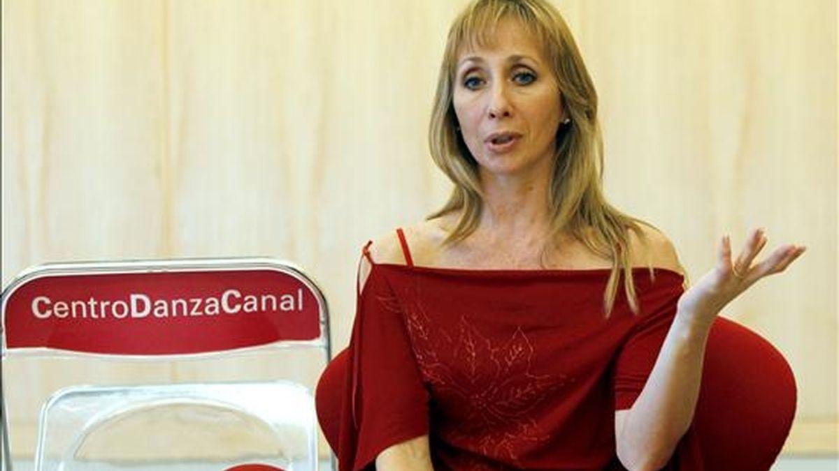 Eleonora Cassano , primera bailarina del Ballet Argentino de Julio Bocca, informó hoy a Efe, en el teatro del Canal de Madrid, de las próximas actividades de la Escuela de Julio Bocca en España. EFE