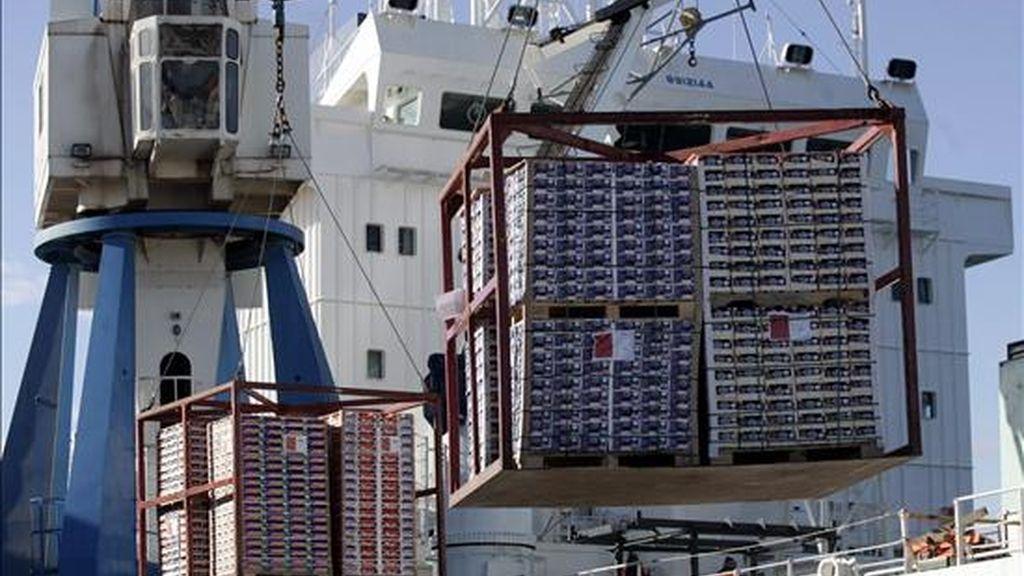 El recorte del desequilibrio comercial sorprendió a los analistas, que habían calculado que el déficit sería de unos 44.600 millones de dólares. EFE/Archivo