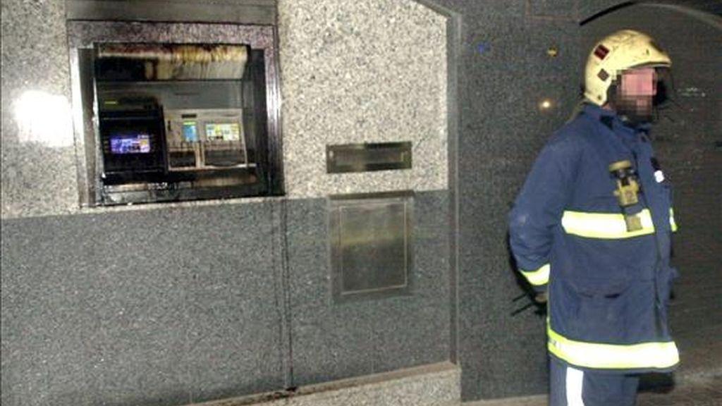 Un cajero automático atacado con líquido inflamable en el municipio vizcaíno de Getxo en el año 2002. EFE