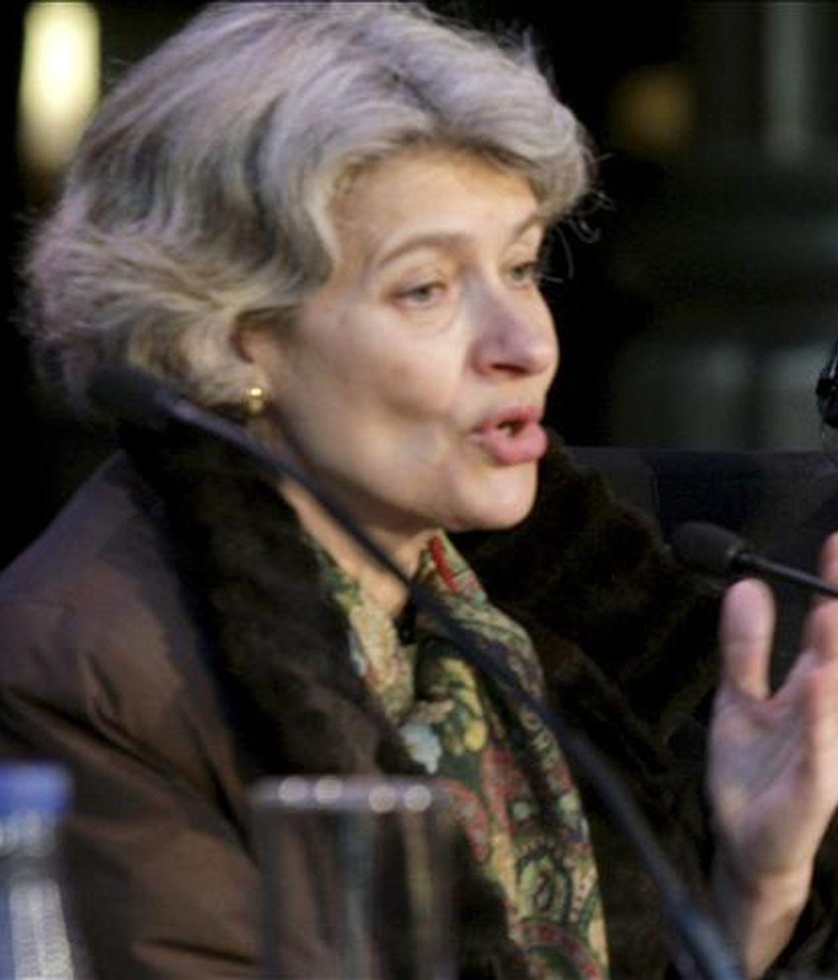 """La directora general de la UNESCO, Irina Bokova(i), presentó esta mañana en Bilbao a la abogada de origen pakistaní Asma Jahangir como galardonada en el """"II Premio Internacional UNESCO para una cultura de los Derechos Humanos. EFE"""