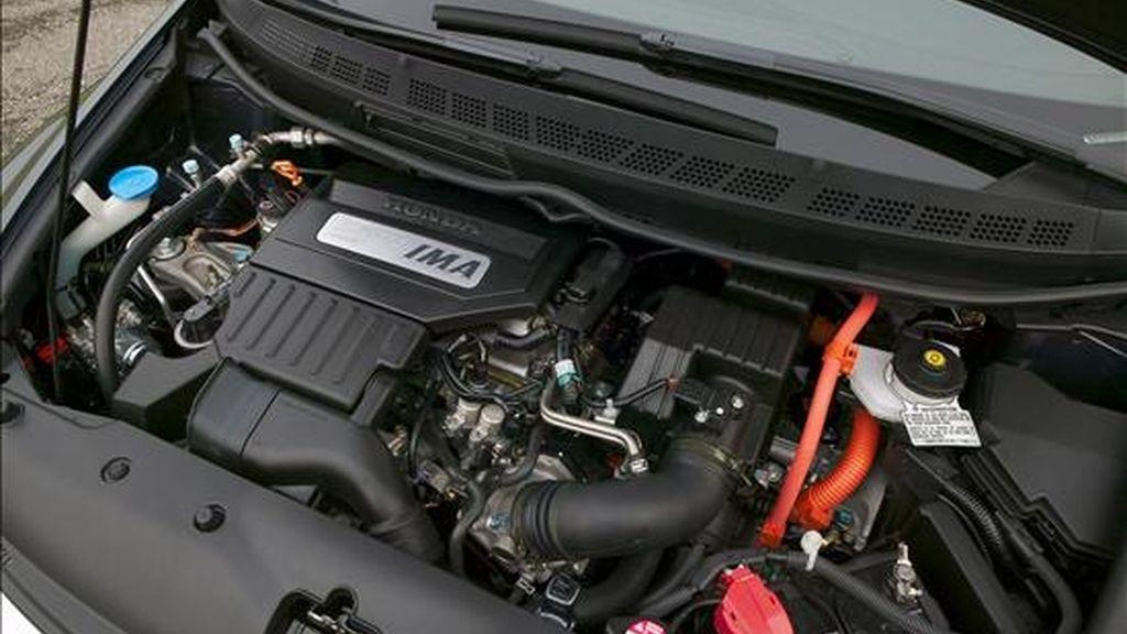 Los automóviles híbridos, que se mueven mediante una combinación de baterías de energía eléctrica y la tradicional combustión interna, están exentos en Ecuador del pago de impuestos como el IVA (Impuesto de Valor Agregado), el Impuesto de Consumos Especiales y los aranceles de rigor. EFE/Archivo
