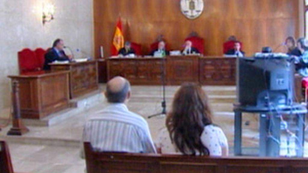 El matrimonio acusado durante la primera sesión del juicio. Foto: Mallorcadiario.com