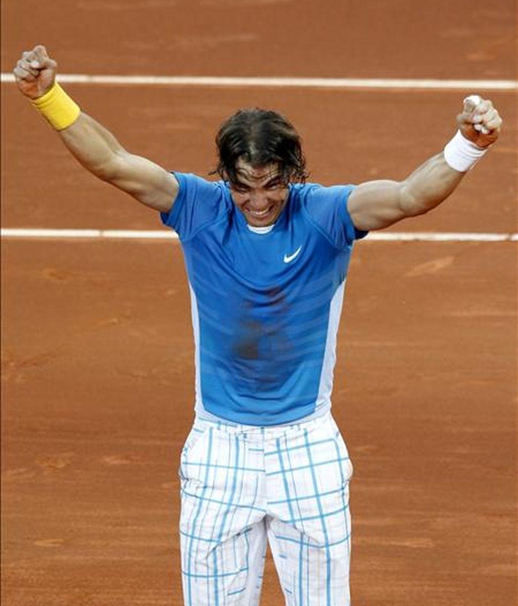 El tenista español Rafa Nadal celebra la victoria tras ganar al suizo Roger Federer en la final del Masters 1000 de Madrid. EFE/Archivo