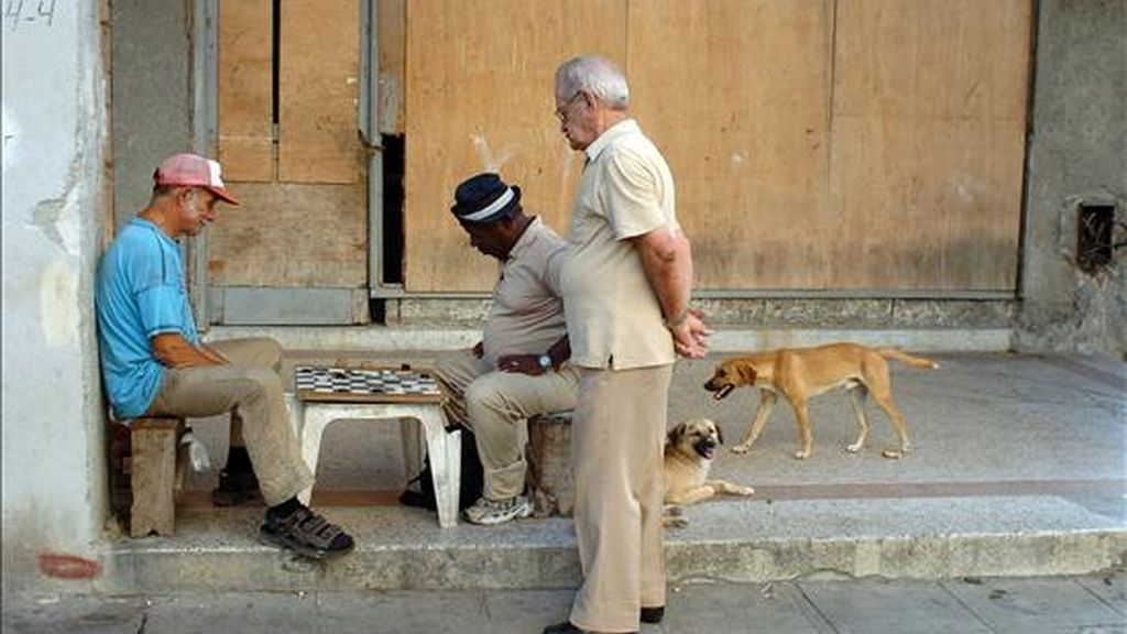 Para 2025 los cubanos mayores de 60 años pasarán de 2,9 millones, un millón más que ahora, y este será el país más envejecido de América Latina. EFE/Archivo