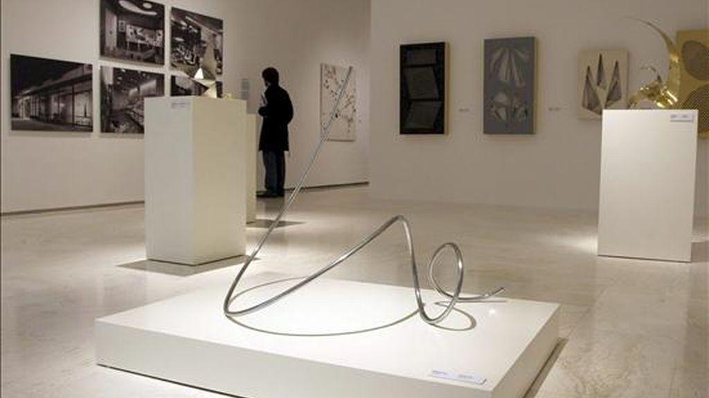 El Museo de Arte Contemporáneo de Alicante (MACA) inicia su andadura con una exposición integrada por obras de reconocidos artistas que marcaron el devenir y la renovación de las artes plásticas en la década de los cincuenta en España, como Eusebio Sempere o Andreu Alfaro. EFE