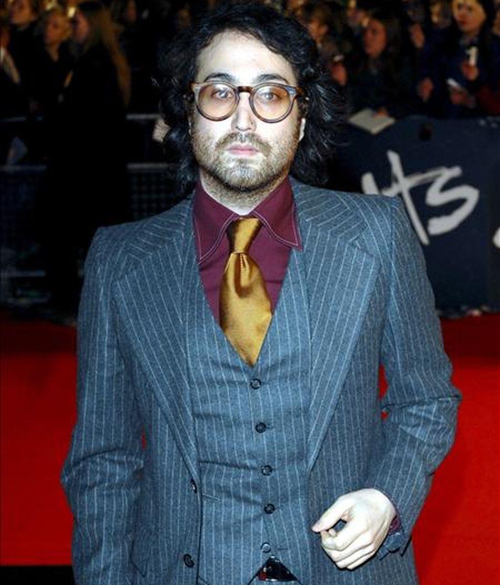 El cantante británico Julian Lennon el 20 de febrero de 2008, a su llegada a los Premios Británicos entregados en el Earls Court de Londres (Reino Unido). EFE/Archivo