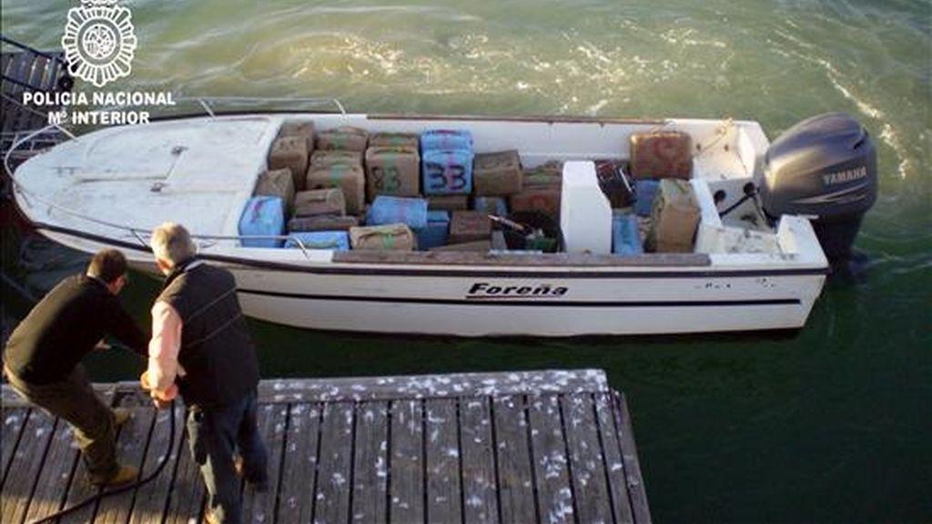 Imagen de otra operación contra el tráfico de hachís en el Guadalquivir. EFE/Archivo