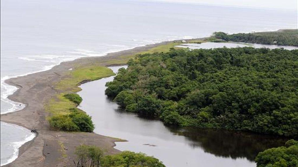 Vista aérea del río San Juan, que marca la línea fronteriza entre Nicaragüa y Costa Rica. EFE/Archivo