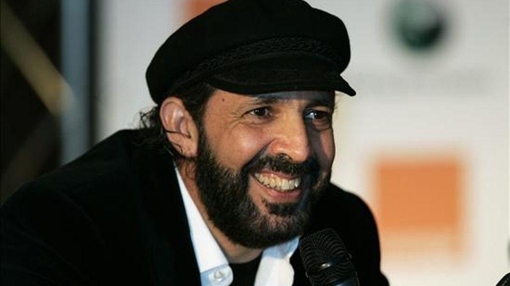 """El interprete de éxitos como """"La bilirrubina"""" y """"Ojalá que llueva café"""" hará una pausa en su gira """"La Travesía"""" para estar en el acto. EFE/Archivo"""
