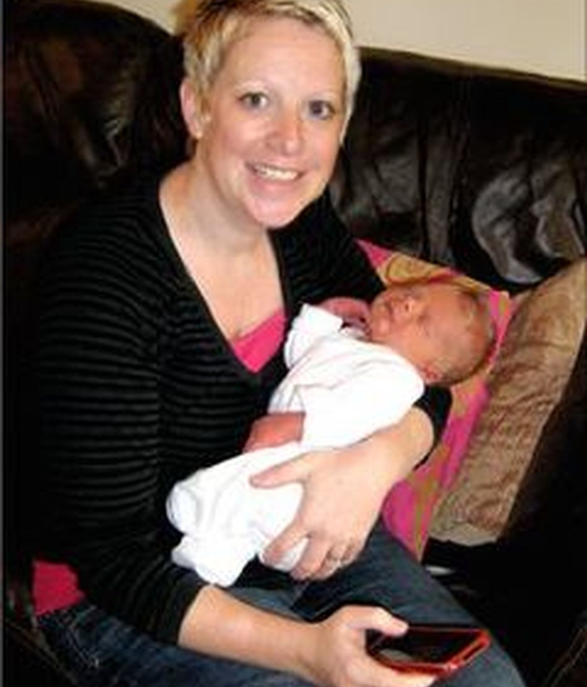 Fi Star-Stone 'twitteó' durante las 13 horas que duró su parto. Foto BBC
