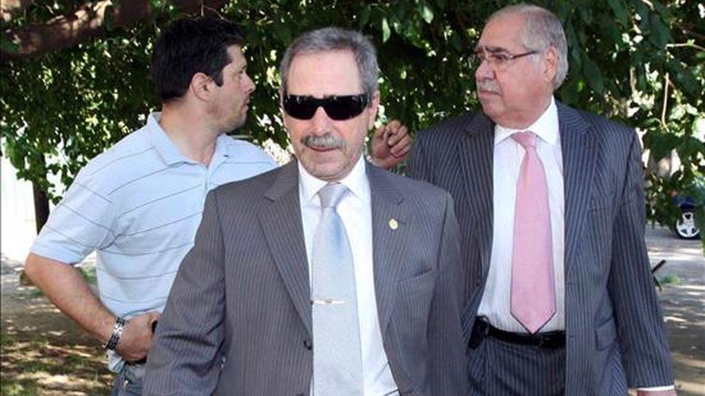 El ex secretario argentino de Transporte Ricardo Jaime (c) llega a los Tribunales de Comodoro Py, en la ciudad de Buenos Aires (Argentina), para declarar ante el juez que lo investiga por recibir dádivas. EFE