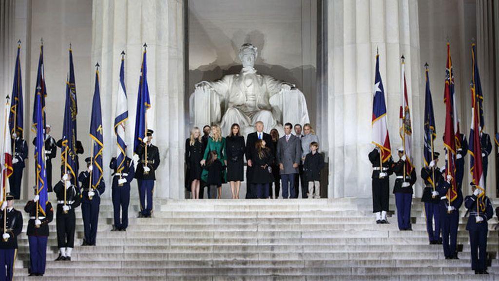 Foto para la posteridad: Los Trump delante del 'Lincoln Memorial'