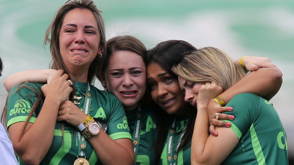 Las desgarradoras imágenes del recuerdo y primer partido del Chapecoense