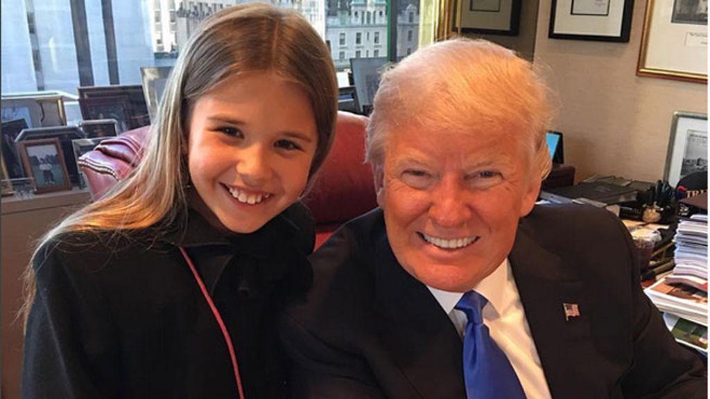 Último día en la oficina, acompañado por su nieta mayor Kai Madison