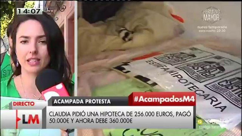 Claudia lleva 200 días acampada en las puertas del banco por una hipoteca abusiva