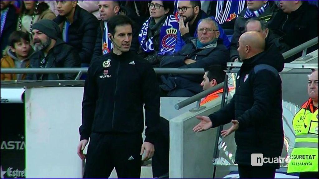 Así vivió Sampaoli el partido tras el penalti y la expulsión en el primer minuto