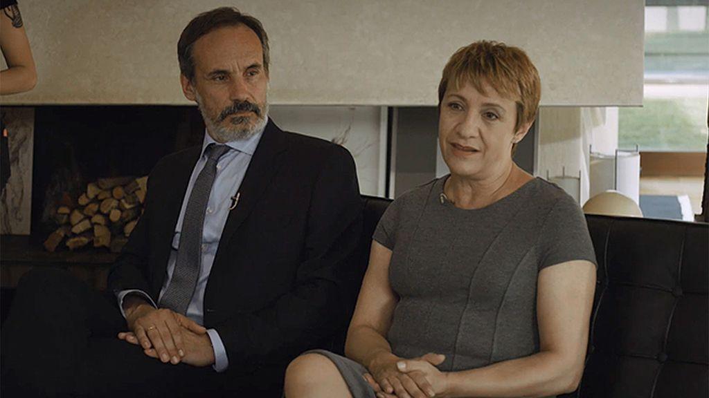 Elías y Alicia conceden una entrevista en exclusiva a un programa de televisión