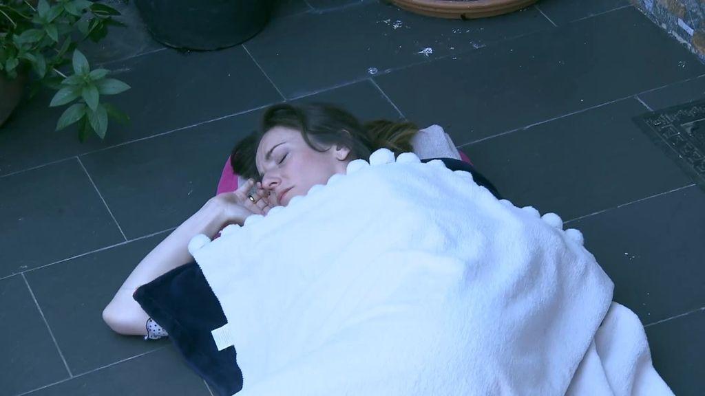 Los peores castigos a Macarena: obligada a dormir en el patio y en la bañera