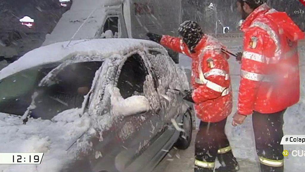Así ha sido la noche para los conductores y pasajeros atrapados en la nevada