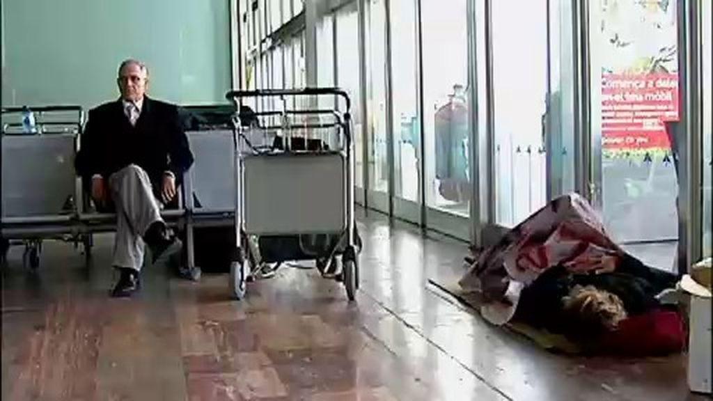 La seguridad del aeropuerto del Prat, acusada de acosar a los mendigos