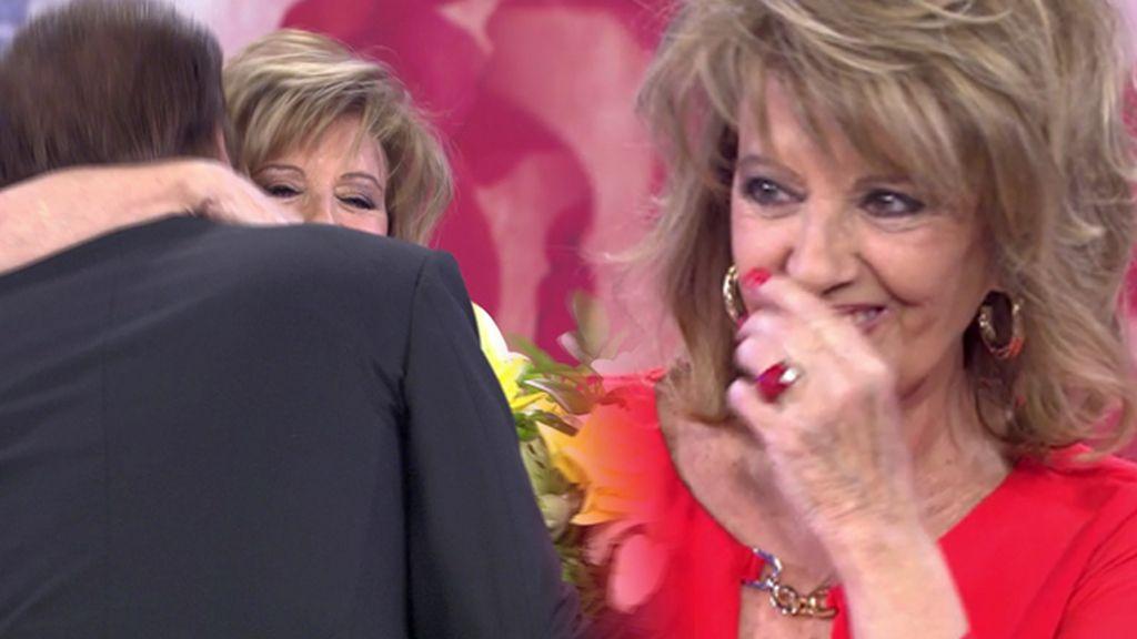 Mª Teresa Campos se emociona al escuchar una romántica canción de Bigote Arrocet