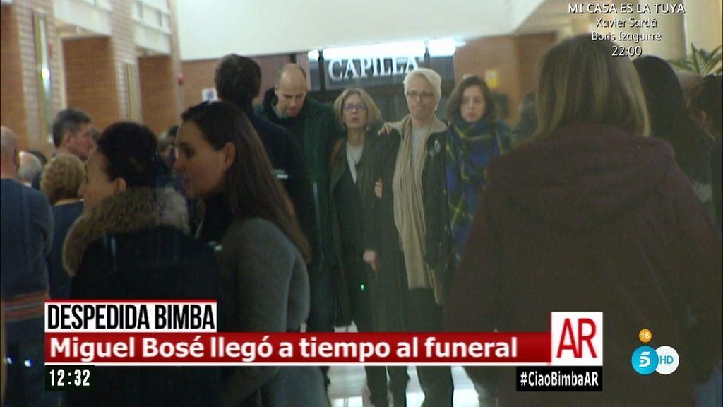 Miguel Bosé y David Delfín estuvieron en el último adiós a Bimba Bosé