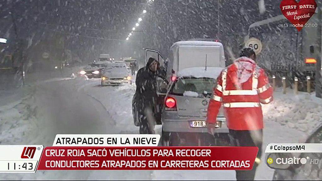 Más de 1600 personas atrapadas en la nieve durante la noche por el temporal