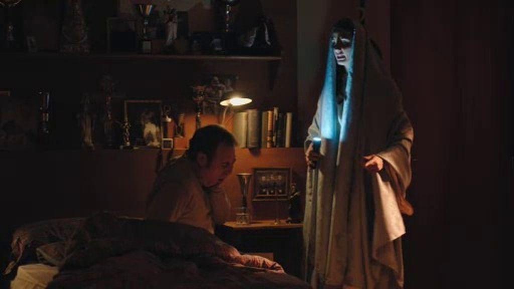 La 'virgen Melani' convence a Julián para que no se vaya a Brasil con Gloria