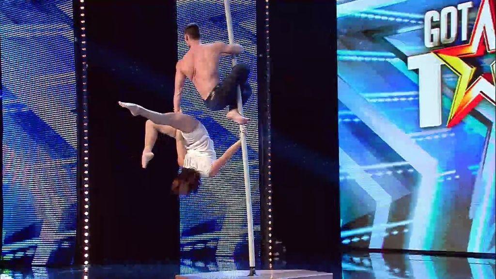 La actuación de pole dance de pareja pone por una vez de acuerdo a Risto y Jorge Javier