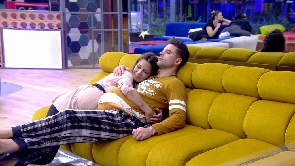 """Sergio e Ivonne, cada vez más juntos: """"Prefiero besarla yo, que ella me bese a mí"""""""