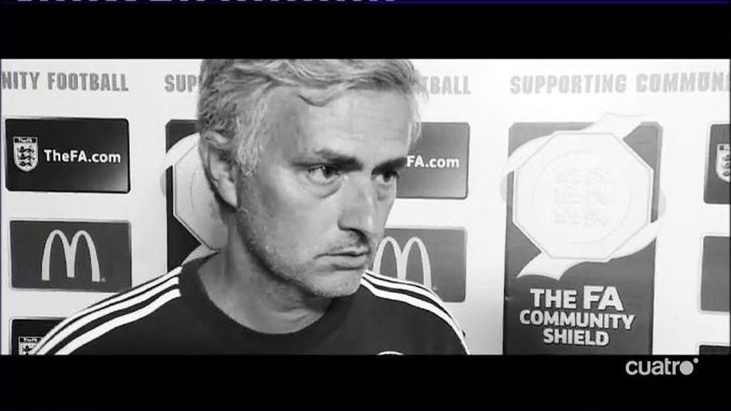 """Mourinho sigue haciendo de las suyas, esta vez 'regala' su """"medalla de perdedor"""""""