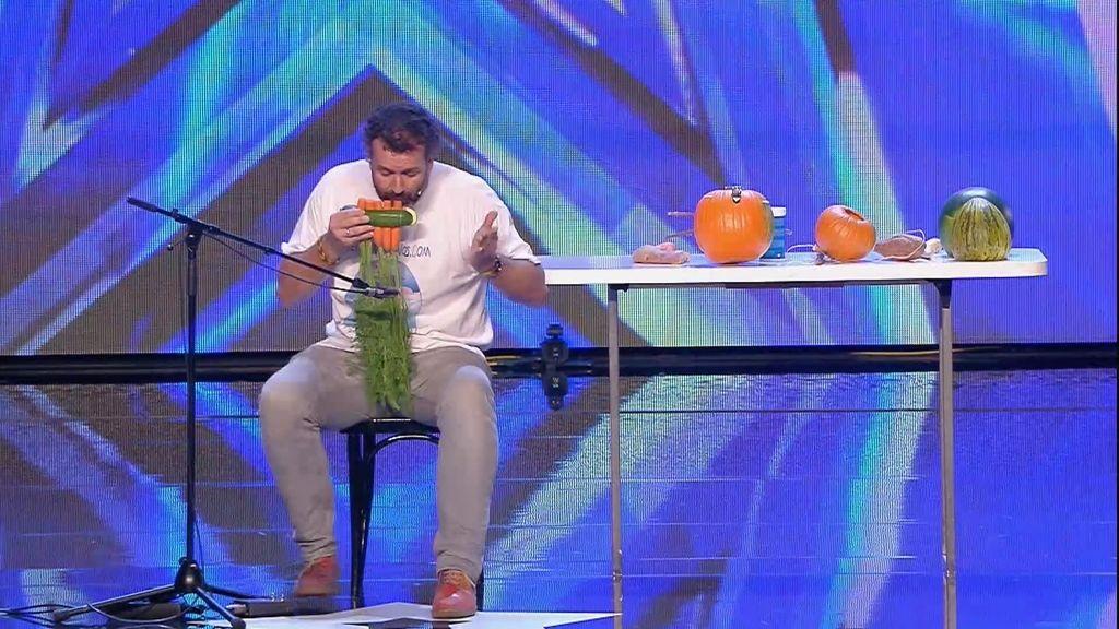 El espectáculo 'verduril-musical' de Hamish Bins impresiona al jurado 🍈🍉🍆