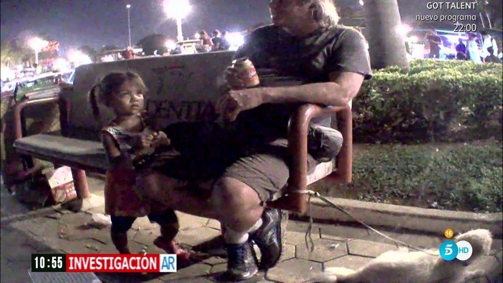 Un equipo de 'AR' graba a varios pederastas buscando niños en Camboya