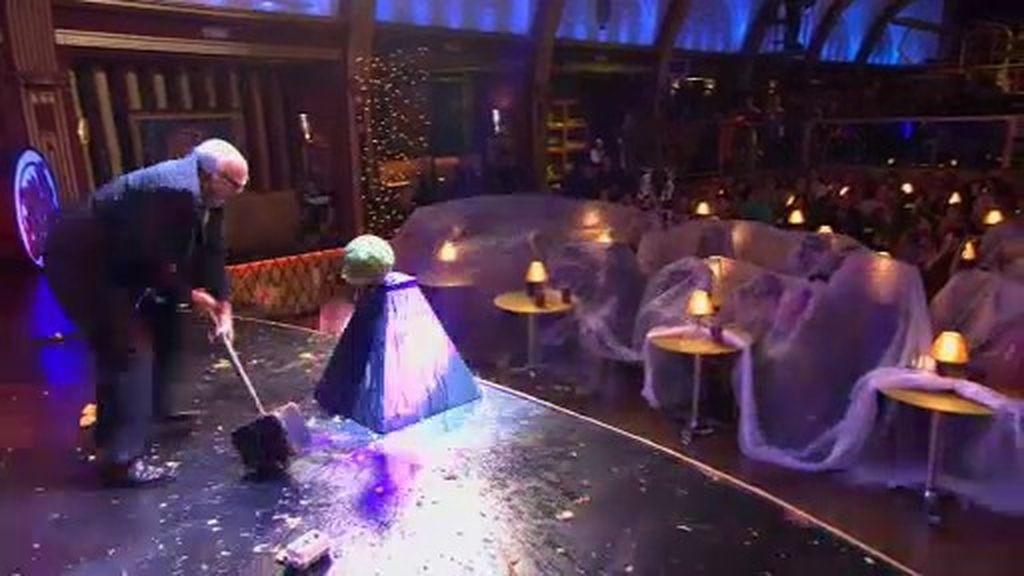 Leo Bassi se lía a 'huevazos' y 'frutazos' en el escenario de 'Sopa de Gansos'