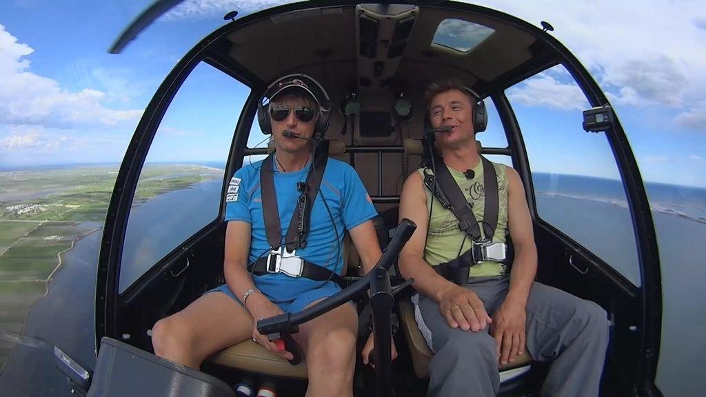 """Calleja y Carles se """"desenvolupan"""" en el helicóptero de 'Volando voy'"""