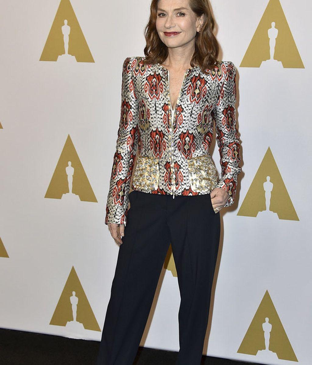 Isabelle Huppert eligió un traje de Armani Privé