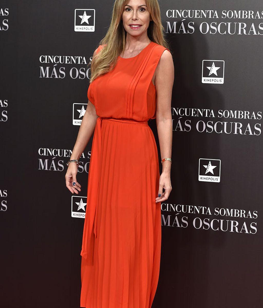 Lara Dibildos puso el toque de color con su vestido naranja