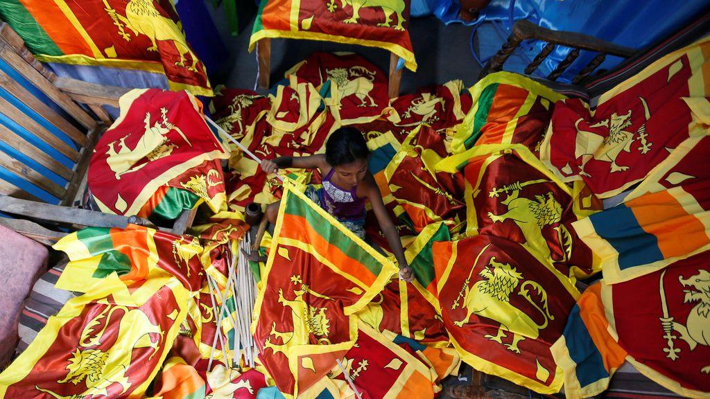 Banderas para la celebración del Día de la Independencia de Sri Lanka