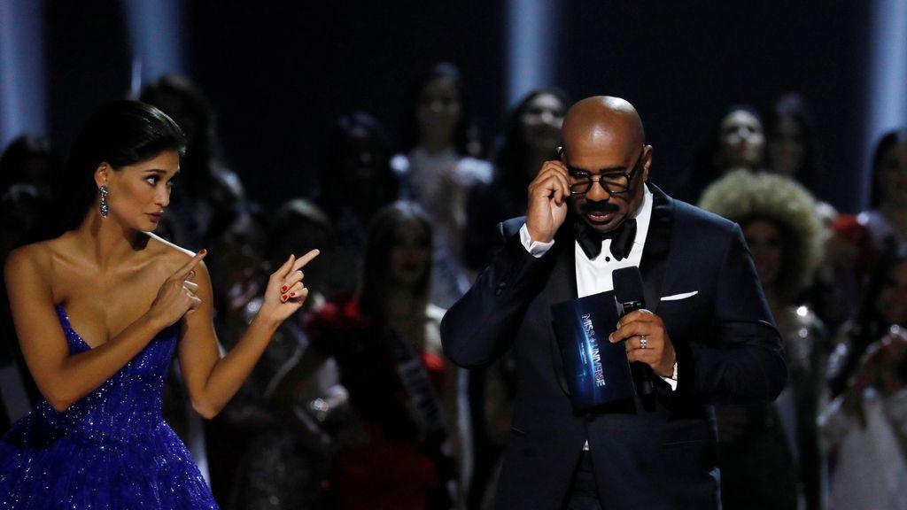 La ex Miss Universo se venga del presentador del certamen