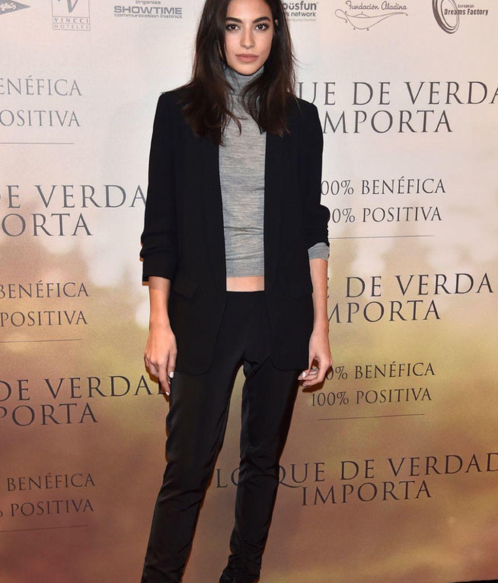 Rocío Crusset, de estilo clásico con traje de chaqueta, cuello vuelto y 'stilettos'