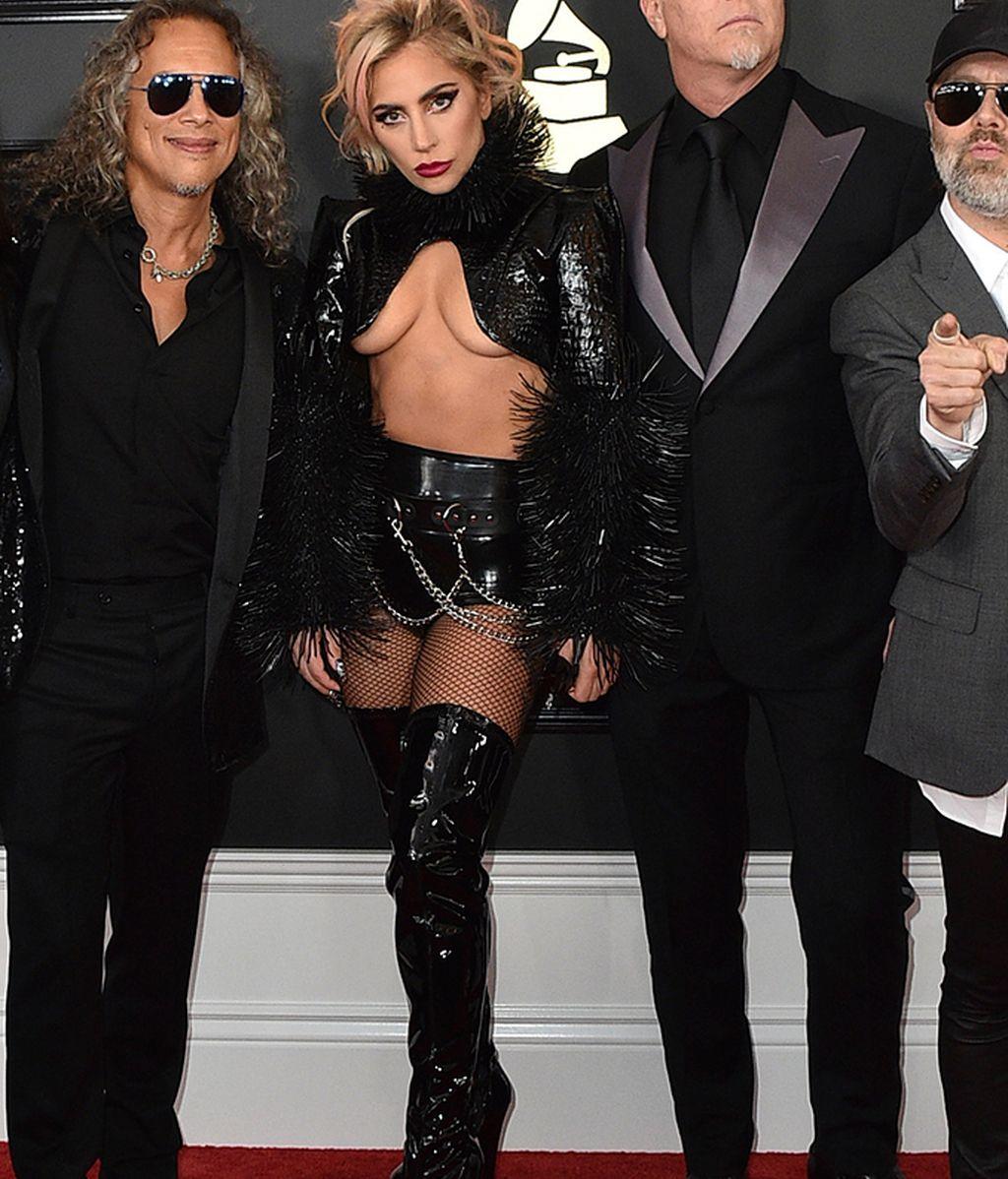 Lady Gaga con su osado look de alfombra roja